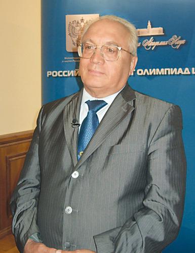 Ректор Садовничий. Портрет на фоне Университета (2014)